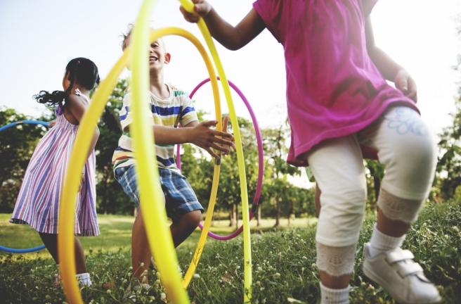 Niños ejercitándose